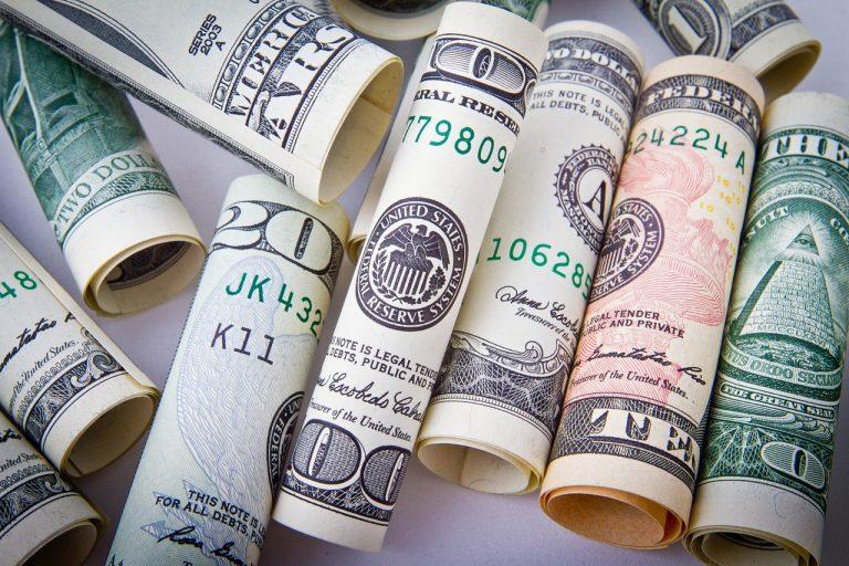 保安公司在澳門為存鈔機護送現金