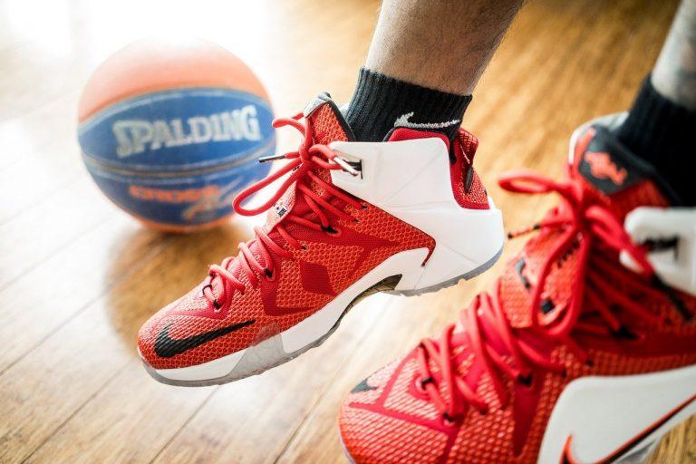 擁有一雙籃球鞋耐磨,才能打好籃球
